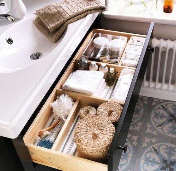 tiroirs petite salle de bain