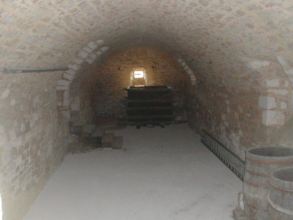 Boite Rangement Hermétique Cave aménagement : comment bien ranger une cave ?